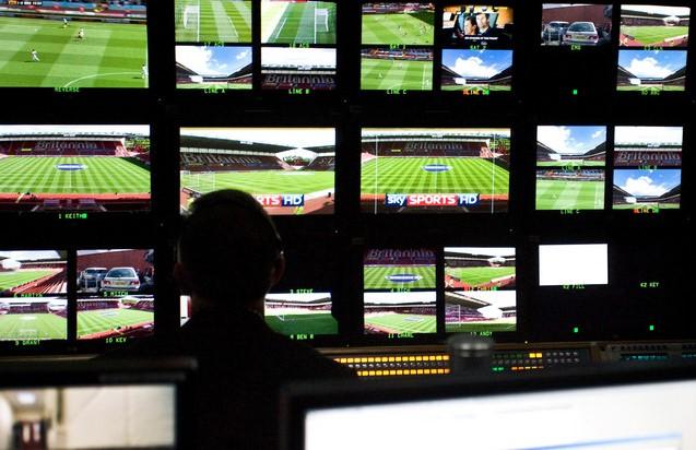 Фудбал у раљама телевизије
